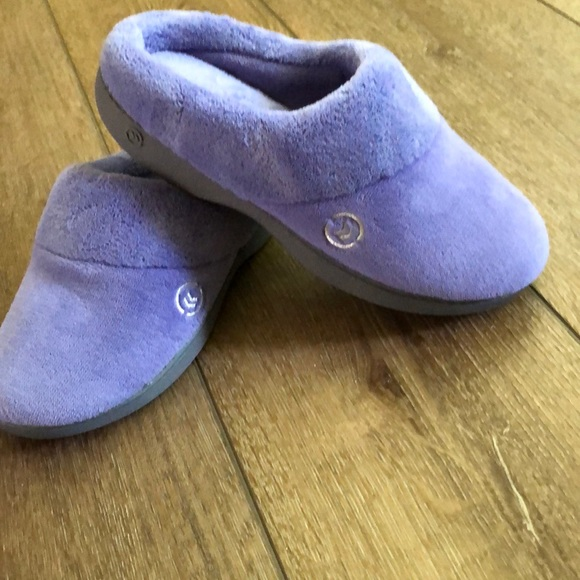NEW Isotoner slippers, size 7.5-8, snug fit